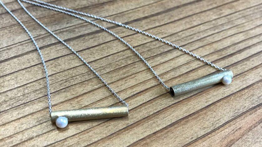 真鍮パイプとパールのネックレス